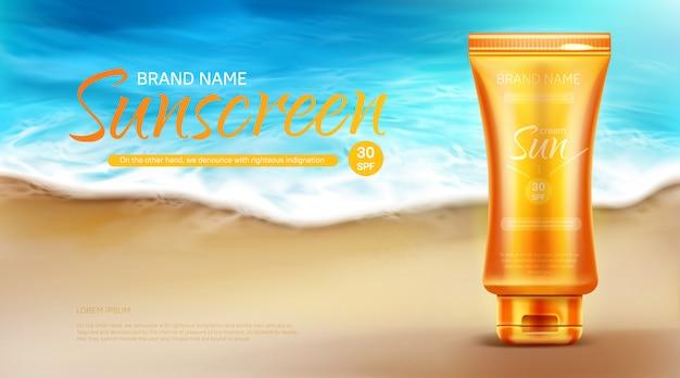 Banner pubblicitario cosmetico di protezione della protezione solare, supporto del tubo di crema uv blocco estivo sulla sabbia alla costa Vettore gratuito