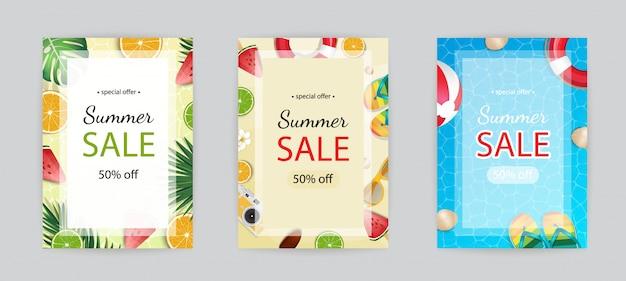 Banner tropicale con spiaggia di sabbia, acqua, foglie e frutta, gelato. Vettore Premium