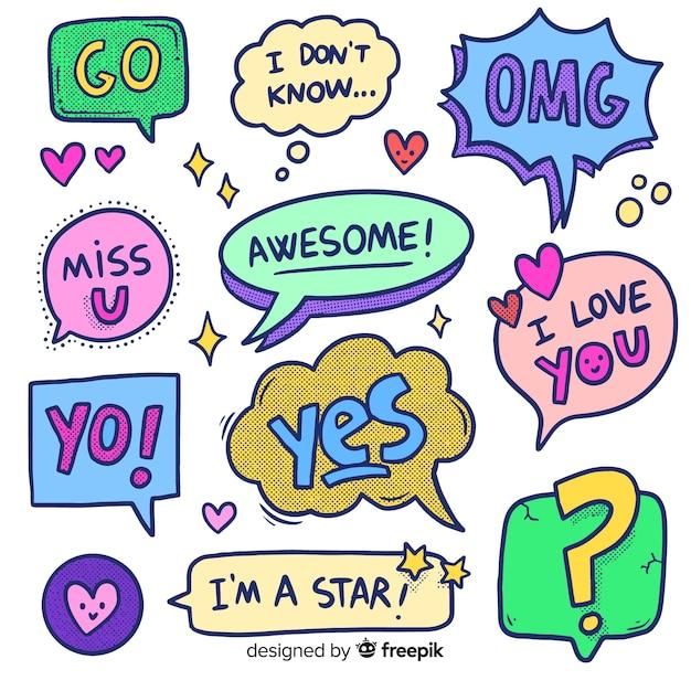 Bolle di chat del fumetto disegnato a mano con varietà di messaggi Vettore gratuito