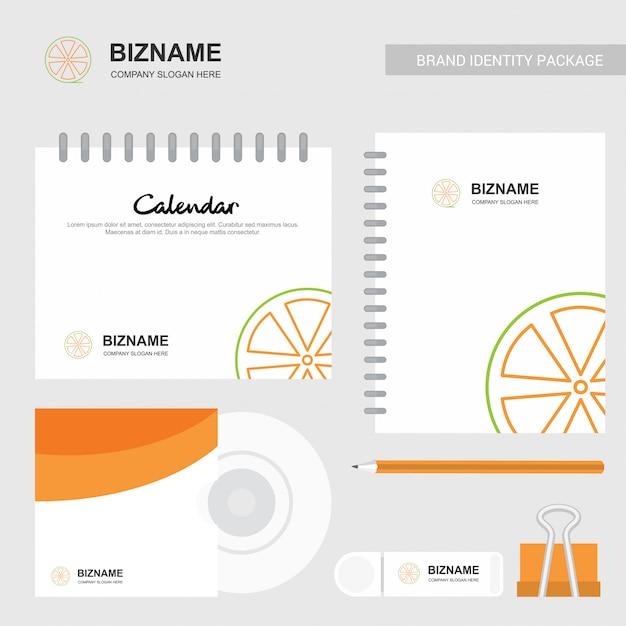 Brochure di design aziendale con articoli stazionari Vettore gratuito
