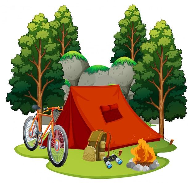 Campeggio con tenda e fuoco Vettore gratuito