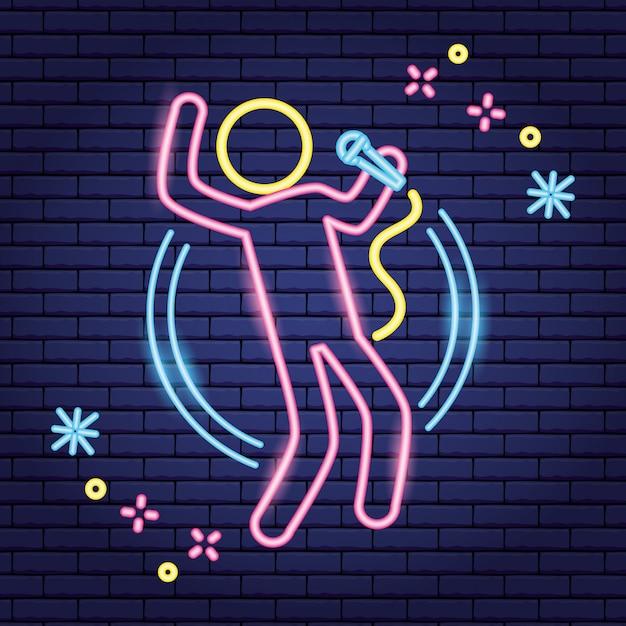 Cantante con microfono come karaoke, stile neon Vettore gratuito