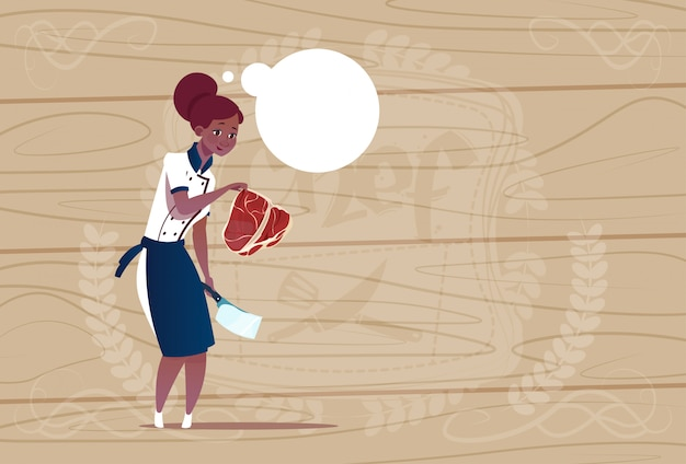 Capo afroamericano femminile della tenuta del cuoco del cuoco unico del cuoco unico in uniforme del ristorante sopra fondo strutturato di legno Vettore Premium