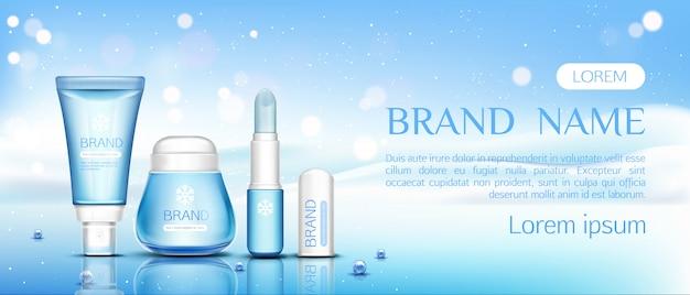 Cappuccio cosmetico invernale, balsamo per le labbra e vasetto di crema Vettore gratuito