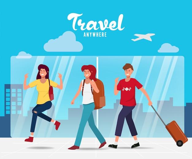 Carattere di persone che viaggiano in vacanza estiva con borsa da viaggio in aeroporto. Vettore Premium