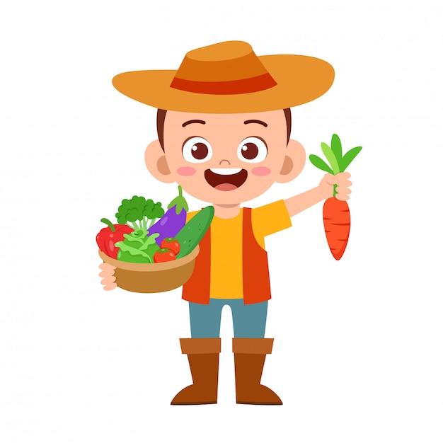 Carino bambino felice raccoglie frutta e verdura Vettore Premium