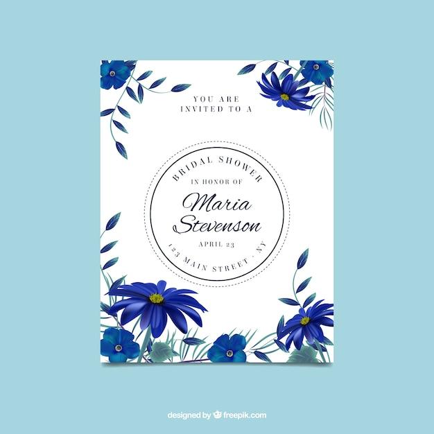 Carino invito al nubilato con i fiori blu realistici Vettore gratuito