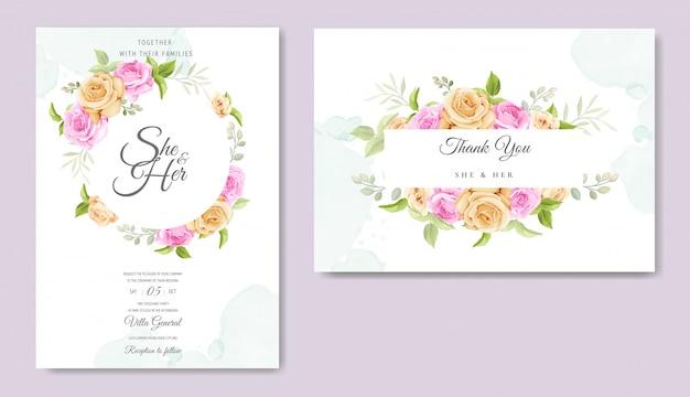Carta di invito con bellissimo modello di rose gialle e rosa Vettore Premium