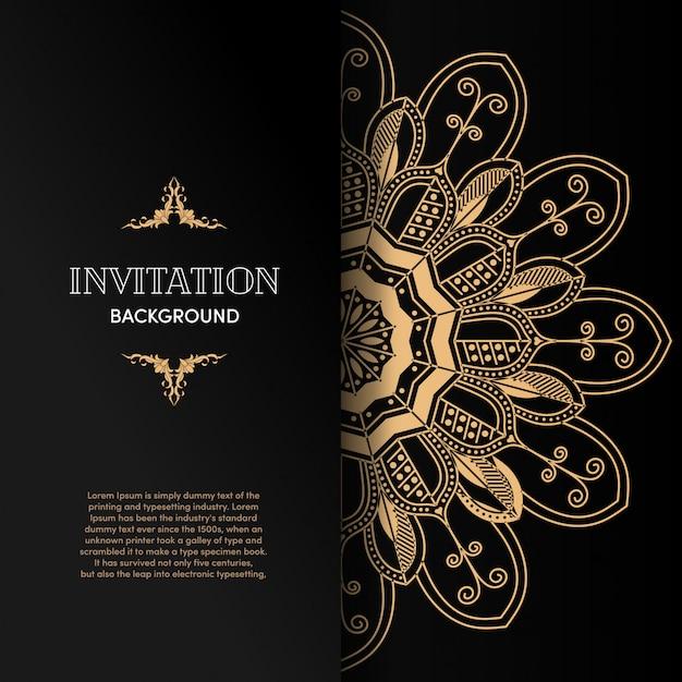 Carta di invito mandala oro di lusso con sfondo nero Vettore Premium