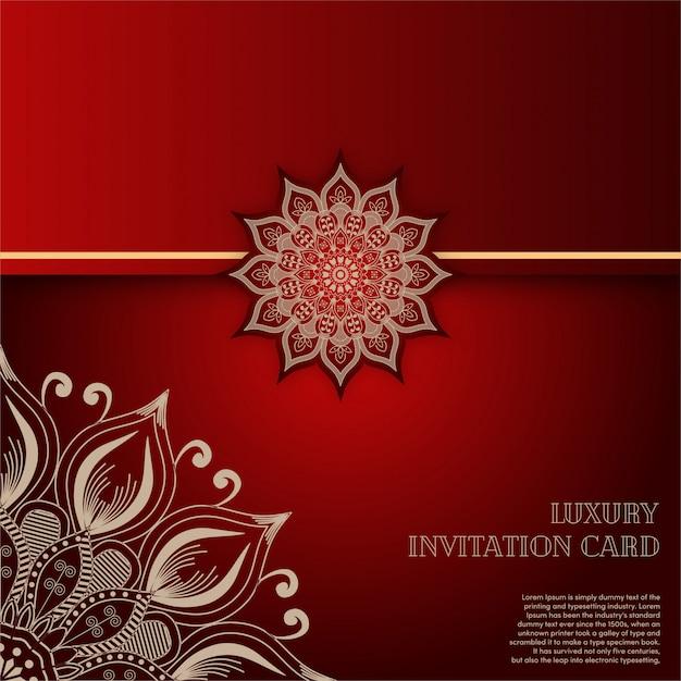 Carta di invito mandala oro di lusso con sfondo rosso Vettore Premium