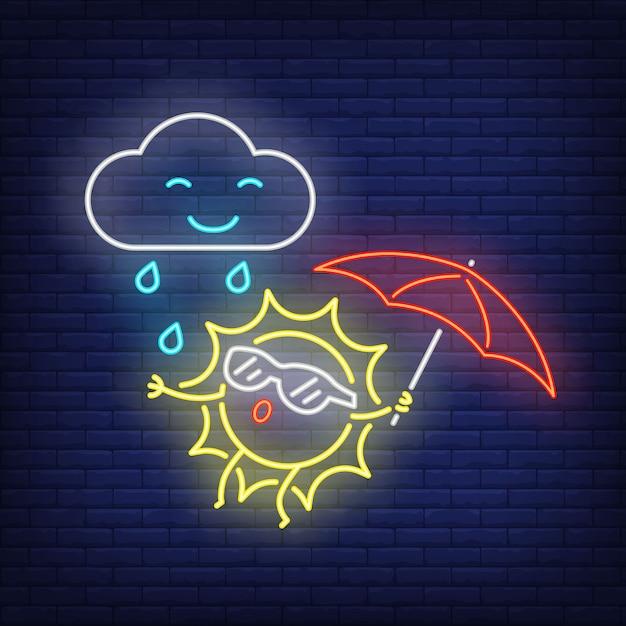 Cartone animato sole con ombrello e pioggia insegne al neon. simpatico personaggio sul muro di mattoni Vettore gratuito