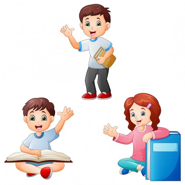Cartoon bambini con un libro Vettore Premium