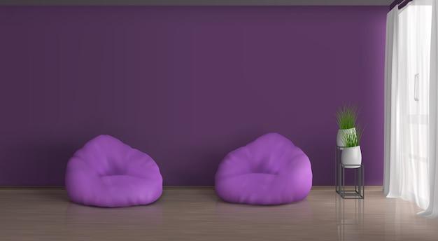 Casa, appartamento soggiorno realistico vettore viola, interno viola. parete vuota, due sedie a sacco a terra, piante in vasi di ceramica su supporto metallico, tende con finestra bianca in tulle Vettore gratuito
