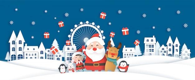 Celebrazioni di natale con babbo natale e simpatici animali nella città di neve per la cartolina di natale Vettore Premium