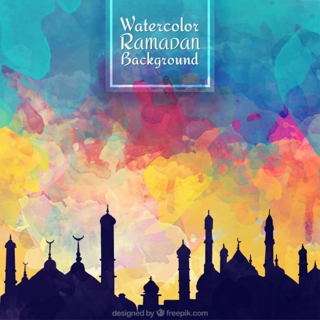 Cielo colorato acquerello con sfondo di sagome di ramadan Vettore gratuito