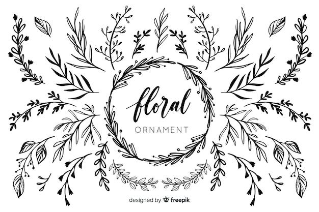 Collezione di ornamenti floreali disegnati a mano Vettore gratuito