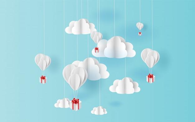 Colore dei palloni che galleggia in cielo blu dell'aria Vettore Premium