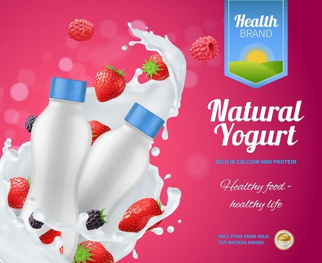 Composizione pubblicitaria di yogurt ai frutti di bosco con yogurt naturale Vettore gratuito