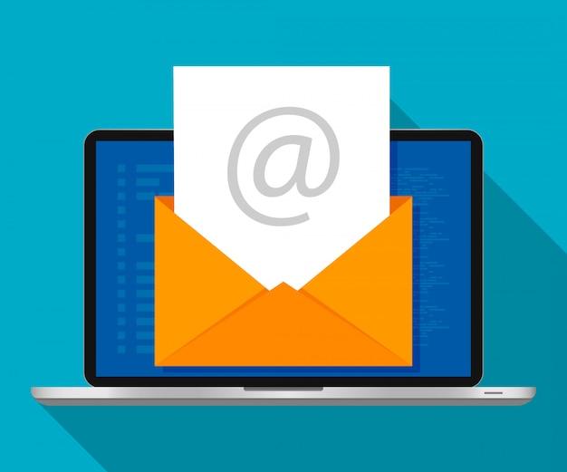 Computer portatile con busta sullo schermo. concetto di e-mail marketing. design piatto, illustrazione vettoriale. Vettore Premium