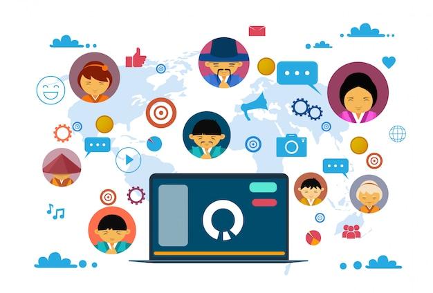 Comunicazione sociale di media e concetto della rete con il computer portatile Vettore Premium