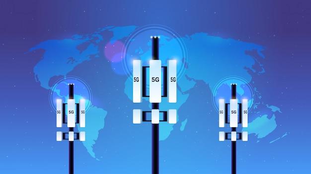 Concetto del trasmettitore di informazioni di collegamento dei sistemi di tecnologia di rete della torre di comunicazione online 5g del ricevitore della stazione base Vettore Premium