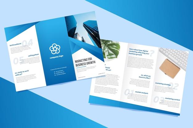 Concetto di brochure a tre ante Vettore gratuito