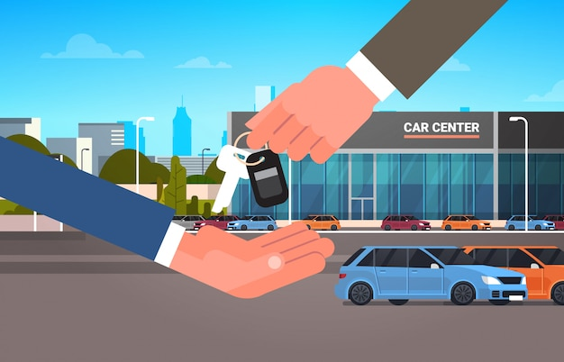 Concetto di noleggio o di vendita di acquisto dell'automobile, mano dell'uomo del venditore che fornisce le chiavi al centro della sala d'esposizione del proprietario Vettore Premium