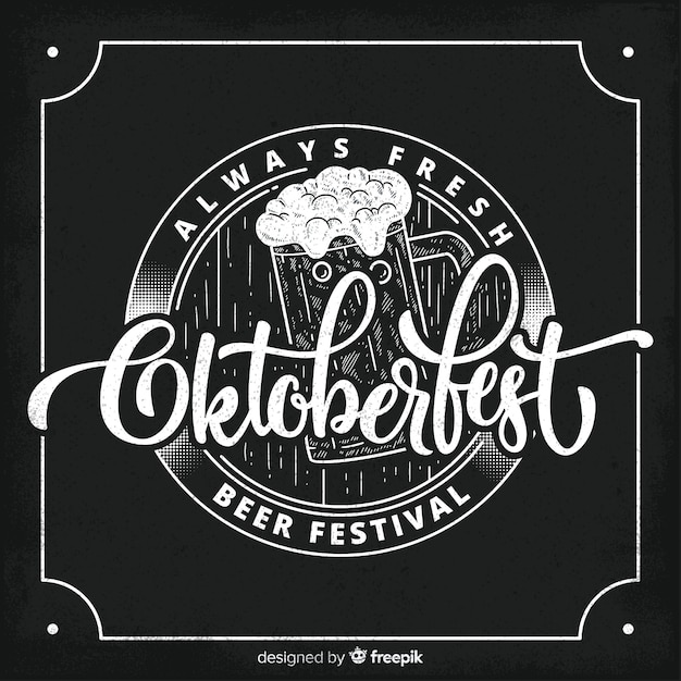 Concetto di oktoberfest con sfondo di lavagna Vettore gratuito