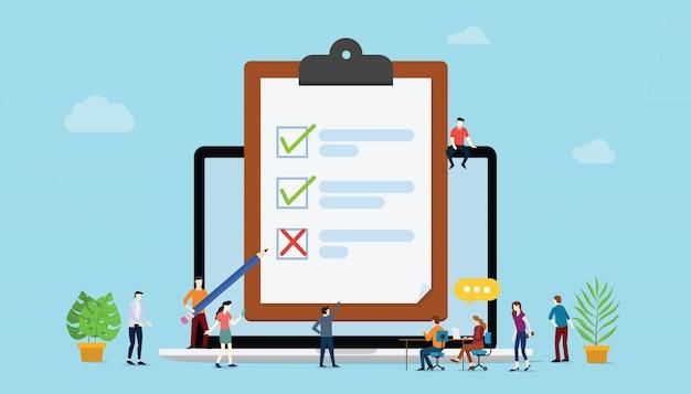 Concetto di sondaggi online con persone e sondaggi di lista di controllo Vettore Premium