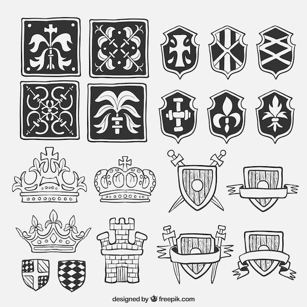 Confezione di scudi disegnati a mano ed elementi medioevali Vettore gratuito