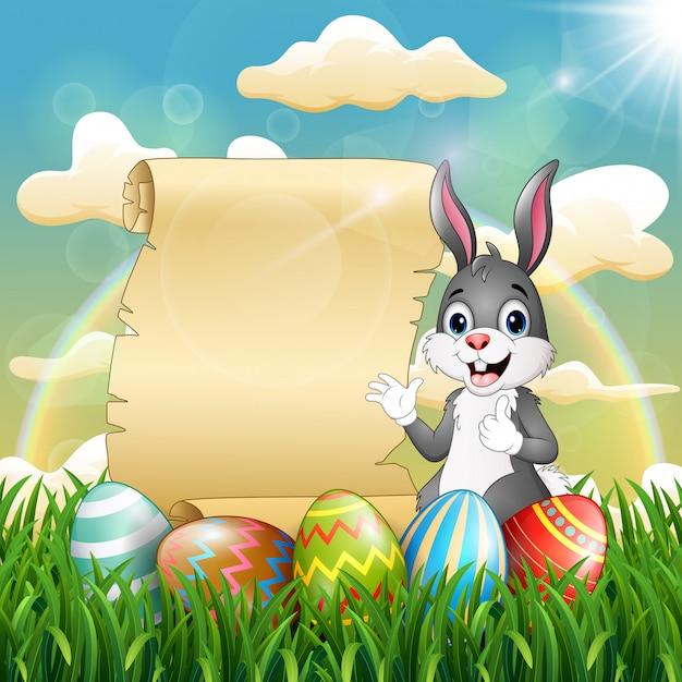 Coniglietto di pasqua vicino a rotolo di carta e uovo di pasqua Vettore Premium