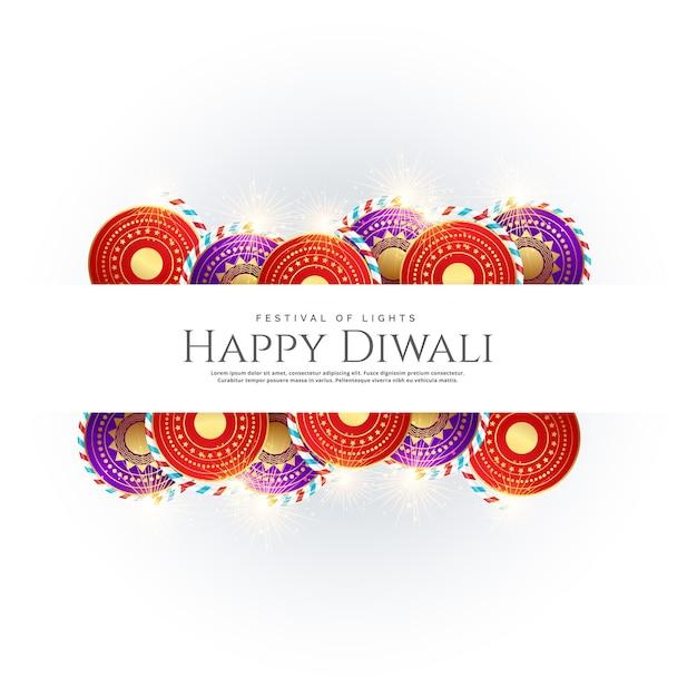contesto diwali felice con crackers di festival Vettore gratuito