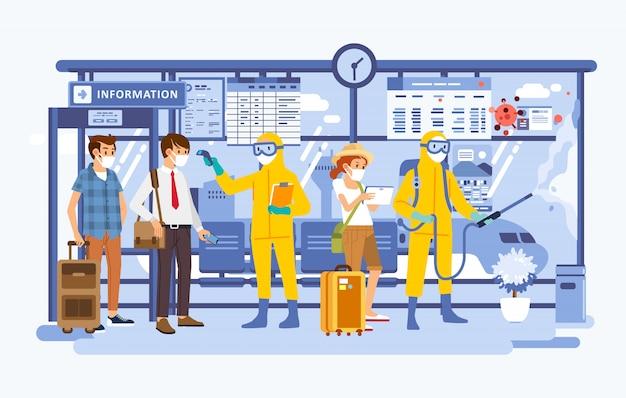 Controllo sanitario dei passeggeri e spray disinfettante in aeroporto, passeggero che indossa una maschera e ufficiale che indossa una tuta ignifuga Vettore Premium