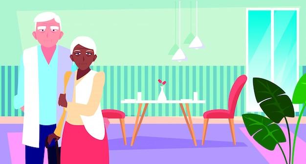 Coppia di anziani carina con sala da pranzo Vettore Premium