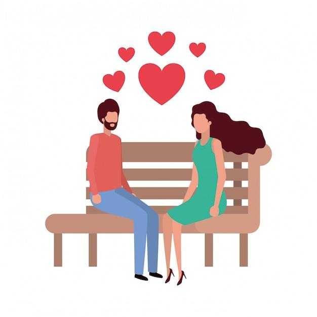 Coppie che si siedono sulla sedia del parco con il carattere dei cuori Vettore Premium