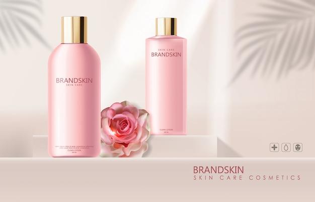 Cosmetici realistici per la cura della pelle e rose, lozione detergente, confezione di bottiglie rosa Vettore Premium