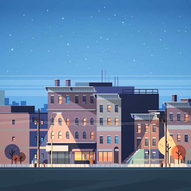 Costruzione della città case notte vista sullo sfondo dello skyline Vettore Premium