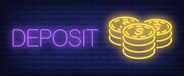 Depositare testo al neon con pile di monete Vettore gratuito