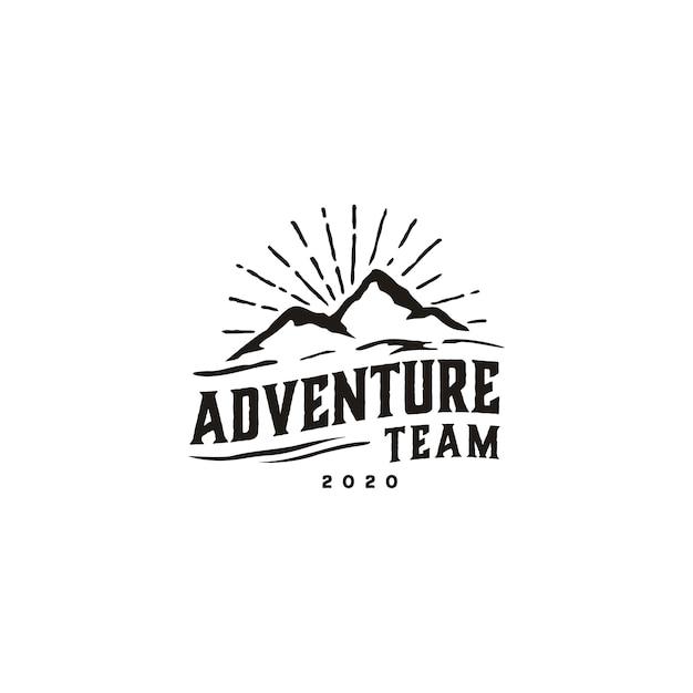 Design del logo vintage hipster retro mountain Vettore Premium