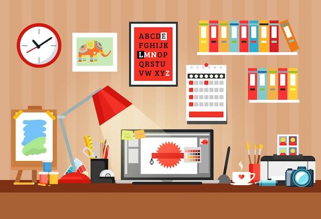 Designer sul posto di lavoro composizione Vettore gratuito