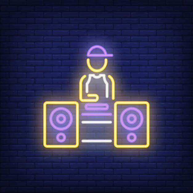 Disc jockey al neon Vettore gratuito