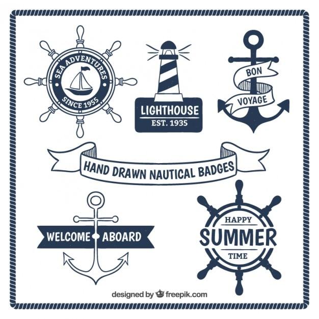 Disegnati a mano badge nautiche Vettore gratuito