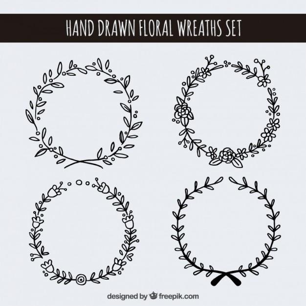 Disegnati a mano corone floreali set Vettore gratuito