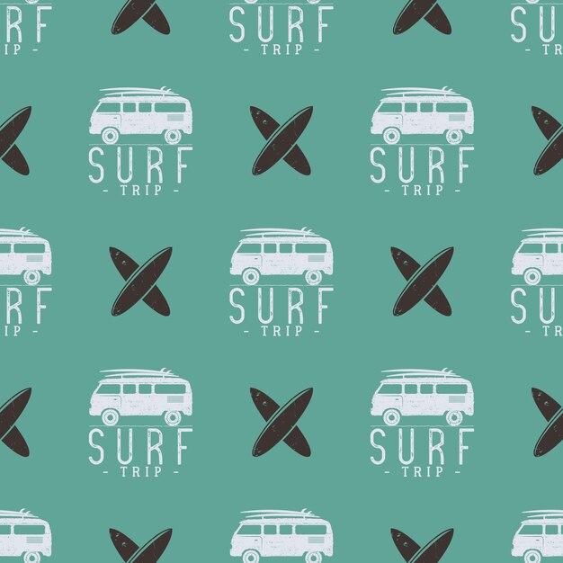Disegno del modello di viaggio surf. estate senza soluzione di continuità con surfer van, tavole da surf. auto combi monocromatica. illustrazione vettoriale utilizzare per la stampa di tessuti, progetti web, t-shirt o t-shirt. colori retrò Vettore Premium