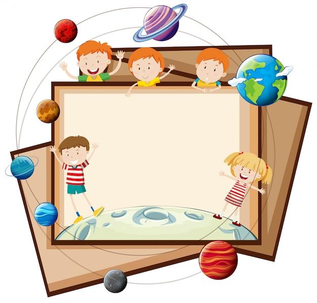 Disegno di carta con bambini e pianeti Vettore gratuito