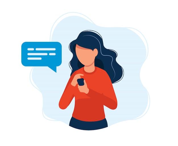 Donna con smartphone Vettore Premium