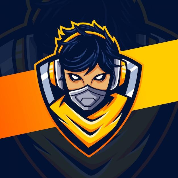 Donna cyborg gamer mascot esport logo design Vettore Premium