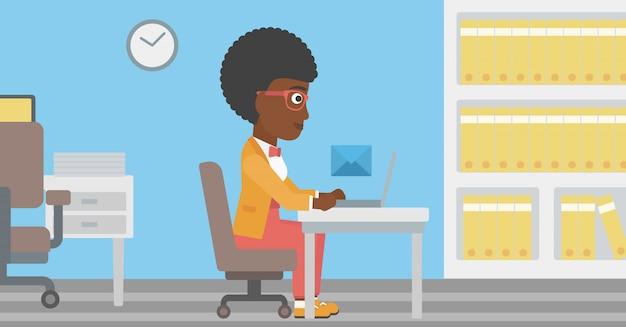 Donna d'affari che riceve o invia email. Vettore Premium