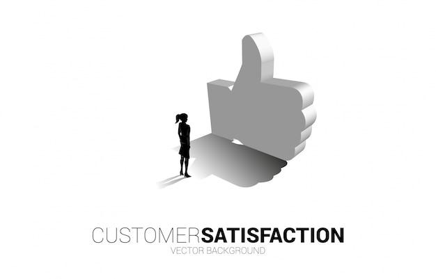 Donna di affari della siluetta che sta con il pollice 3d sull'icona. concetto di soddisfazione del cliente, valutazione e classificazione del cliente. Vettore Premium