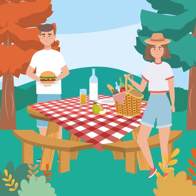 Donna e uomo con hamburger e bottiglia di latte con pane Vettore gratuito
